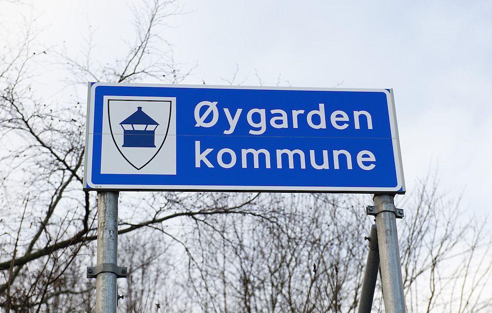 I januar i år dømte Bergen tingrett Øygarden til å betale to brødre erstatning. Retten mente at de to hadde blitt utsatt for grov, systematisk og langvarig mobbing ved en skole i kommunen. Kommunen anker dommen.