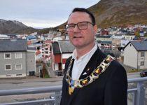 Ordfører Jan Olsen (SV) i Nordkapp hyrer inn KS-Konsulent for å løse samarbeidsproblemene mellom politikerne og administrasjonen. Foto: Thomas Frigård
