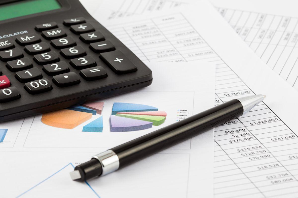 To uker fra rådmannen legger fram budsjettforslaget til det skal vedtas politisk er altfor kort tid, mener Kommunal Rapport. Illustrasjonsfoto: Colourbox