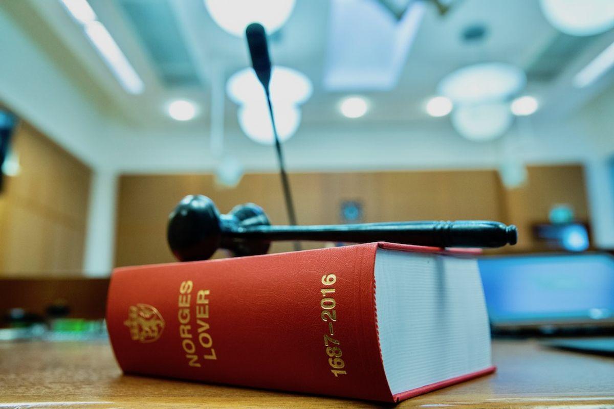 Vi tenker ofte på rettssikkerhet i forbindelse med rettssystemet og domstolene, men rettssikkerhet må også gjelde forvaltninga, skriver Rune Tokle. Illustrasjonsfoto: Berit Roald, NTB scanpix