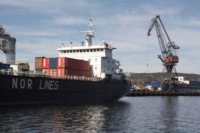 Kyst- og sjøtransport blir nedprioritert, mens motorveier blir bygget over en lav sko, skriver Bernt C. Aaby og Jørn Sund-Henriksen.