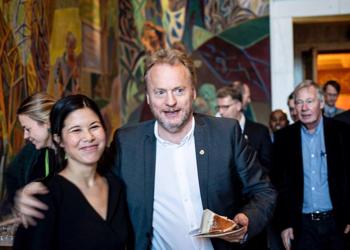 Miljøbyråd Lan Marie Nguyen Berg (MDG) og byrådsleder Raymond Johansen (Ap) har lagt fram Oslos femte klimabudsjett. Nå kommer de andre fylkeskommunene etter, men med svært ulike ambisjoner. Bildet er tatt da Berg vant prisen Årets kommuneprofil 2019.