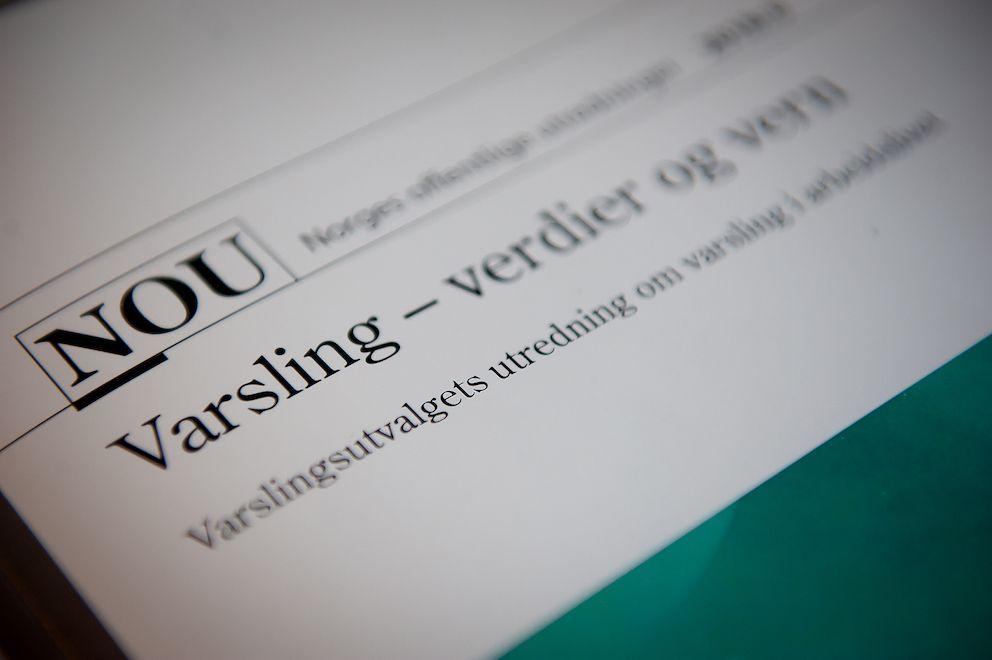 Forarbeidene til endringene i arbeidsmiljøloven om varsling drøfter dessverre ikke om varsling til kommunale kontrollutvalg kan ansees som ekstern varsling, skriver Anne-Karin Pettersen.