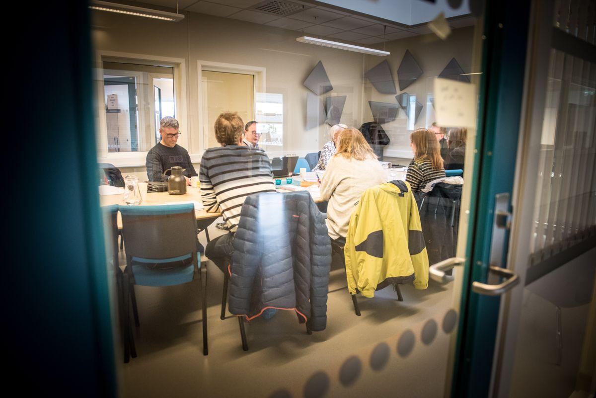 Kontrollutvalgene er kommunestyrets viktigste organ for kontroll av kommunens virksomhet, skriver Tom Øyvind Heitmann. Bildet er fra et møte i kontrollutvalget i daværende Lenvik kommune.