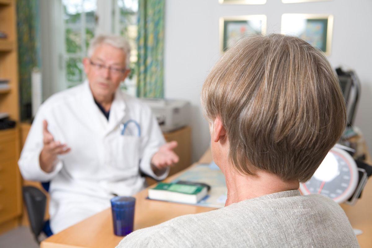 Nærmere 70 prosent foretrekker behandling ved hjelp av samtaleterapi dersom de skulle bli deprimert eller få angst. Et klart flertall sier tydelig nei til medisiner, skriver Tor Levin Hofgaard. Illustrasjonsfoto: Colourbox