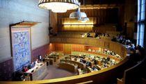 <p>Et vanlig bystyremedlem i Oslo kan vente seg 83.135 kroner i godtgjørelse i år. Det er 82.000 mer enn kommunestyrepolitikerne får i Rødøy og Kautokeino.</p>