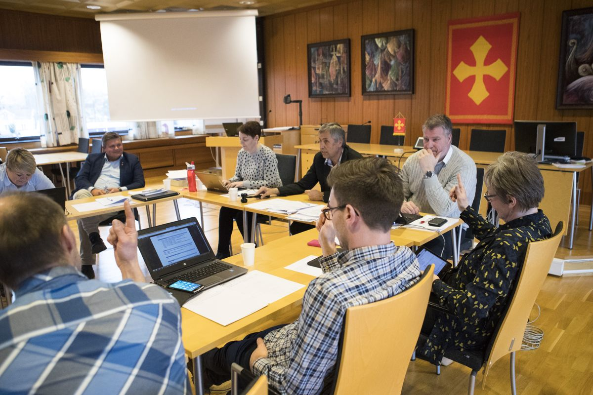 Flere bør la formannskapet innstille til kommunestyret, for å avpolitisere kommunedirektørens rolle. Bildet er fra Verdal i 2017.