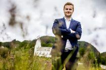 Ordfører Kåre Martin Kleppe (H) i Tysnes er en av flere ordførere som vurderer å skifte fylke, fra Vestland til Rogaland, etter at et flertall i fylkesutvalget i Vestland sa nei til veiprosjektet Hordfast.Foto: Magnus Knutsen Bjørke