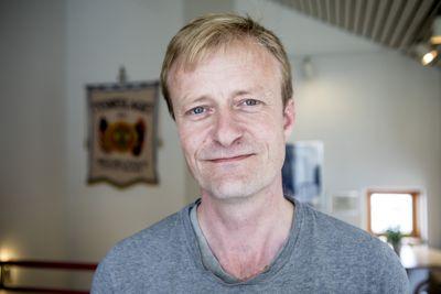 Rådmann Steinar Dalland i Tysnes kan glede seg over at Arkivverket ikke fant så mye å sette fingeren på etter arkivtilsyn. Arkivverket gir kommunen ros for blant annet kort vei mellom kommuneledelse og arkivfaglig ansatte.
