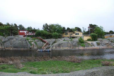 Med 4.326 hytter er Hvaler en av landets største hyttekommuner, rett ved Fredrikstad. Hvaler gjorde sju vedtak i søknader om dispensasjoner fra byggeforbudet langs saltvann i fjor, og innvilget alle som dispensasjon. Hyttene på bildet er kun brukt som en illustrasjon.