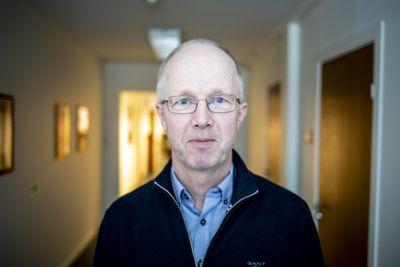 Kommunedirektør Per Dehli i Midt-Telemark fryktet kraniebrudd etter å ha blitt slått ned på jobb.