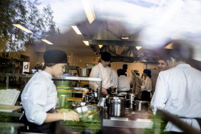 Solberg-regjeringen foreslår å bruke 800 millioner kroner til konkrete tiltak for å gjøre videregående bedre tilpasset den enkelte elev. Her fra et tidligere besøk til Åssiden videregående skole i Drammen.