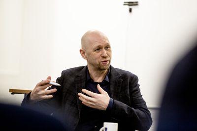 Her er Rune Hallingstad fotografert under et møte i kontrollutvalget mens han ennå var kommunedirektør i Ullensaker kommune.