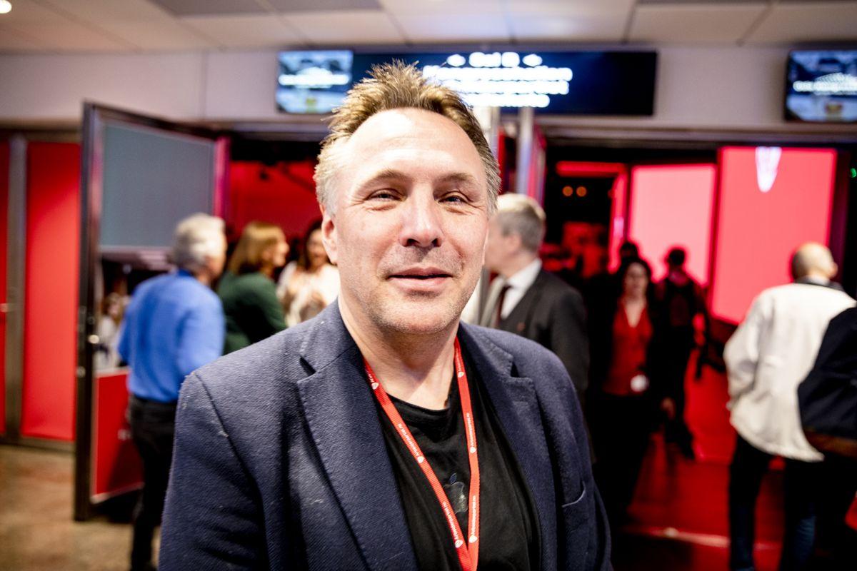 Her er fylkesordfører Tore O. Sandvik fotografert under et landsmøte i Ap.