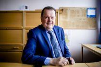 <p>Inge Ryan annonserte i februar at han ville gi seg som rådmann i Namsos i oktober når det meste av sammenslåingen er gjennomført. Hans etterfølger får tittelen kommunedirektør.</p>