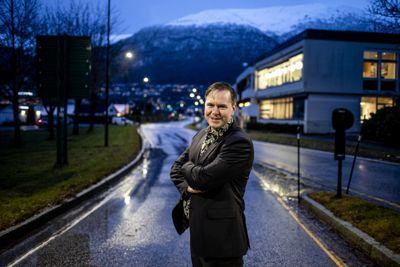 Alfred Bjørlo står i spissen for ei stor gruppe ordførarar som krev digitale læremiddel på nynorsk.