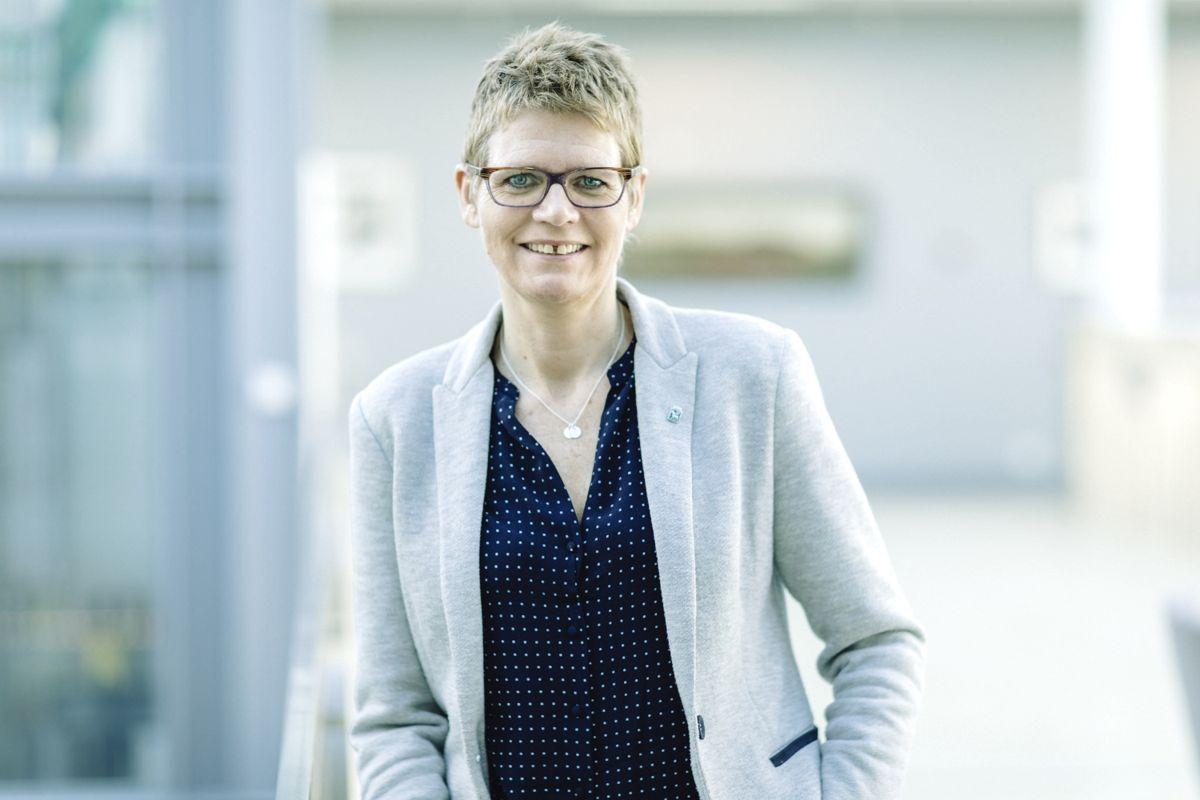 Britt Elin Steinveg gikk av uten arbeidsplikt fra 22. juni. Formelt avsluttes arbeidsforholdet ved nyttår.