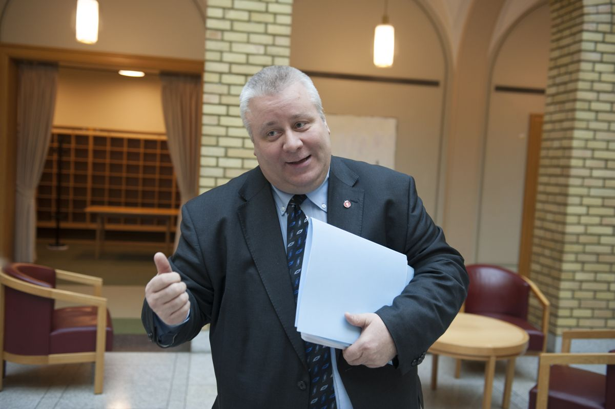 Fremskrittspartiets samferdsespolitiker Bård Hoksrud er blant arkitektene bak forslaget om lavere ferjepriser.