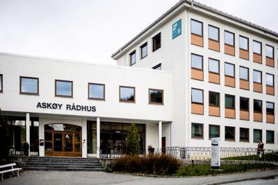 Vannskandalen på Askøy sommeren 2019 kunne vært unngått, konkluderer politiet. Nå har kommunestyret 21 dager på seg til å bestemme om de vil vedta millionboten.