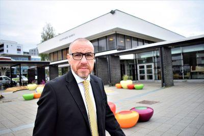 Tidligere ordfører i Ullensaker, Tom Staahle (Frp), har nå lyst til å bli kommunedirektør i Sør-Odal.