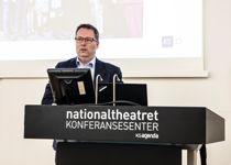 <p>Nyvalgt KS-leder Bjørn Arild Gram (Sp) frykter at kommunene går trange tider i møte.</p>