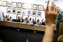 <p>Kommunestyremøter over hele landet avlyses, utsettes eller avholdes via digitale tjenester de neste ukene. Andre tar forholdsregler som å spre politikerne over større lokaler. Her fra et tidligere kommunestyremøte i Vinstra.</p>