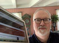 <p>Per Kristian Lunden (Ap), ordfører i Risør, er spent på å teste ut en ny løsning for videomøter. Her fra hjemmekontoret.</p>