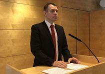 Fungerende fylkesrådsleder Halvard Ingebrigtsen i Viken under presentasjonen av tiltakspakken.