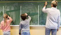 <p>Regjeringen vurderer å åpne skoler og barnehager delvis etter påske.</p>