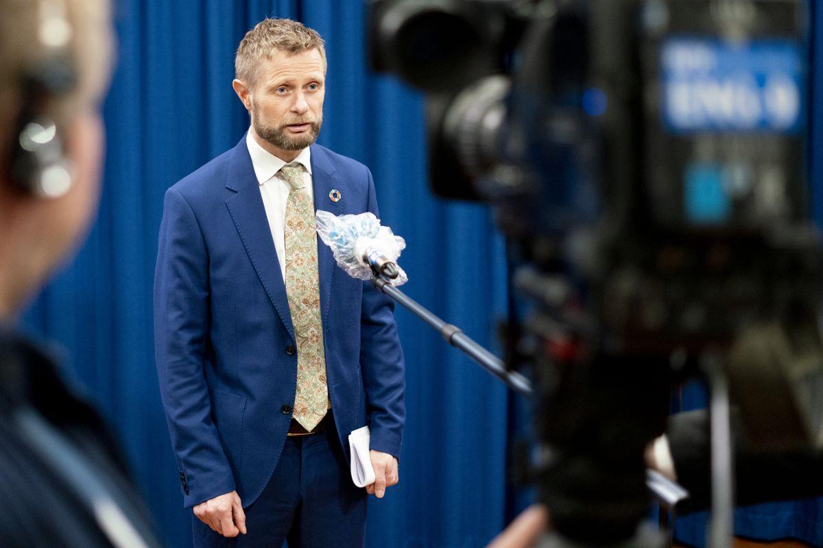 Helseminister Bent Høie presiserte under den direktesendte pressekonferansen 20. mars at hytteforbudet ikke er begrunnet i smittevern, påpeker Børge Benum.