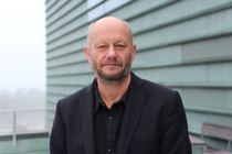 Administrerende direktør Stein Lier-Hansen i Norsk Industri mener lokale karanteneregler hindrer arbeidsfolk i å gjøre jobben sin.