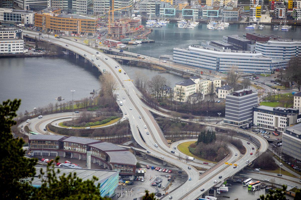 I Oslo, Bergen (bildet) og Trondheim blir nesten all strømmen brukt i bygninger. I planleggingen av strømnettet er det derfor avgjørende å ha god oversikt over tilstanden til bygningsmassen, skriver forskere ved SINTEF Community.