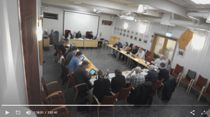 <p>Et samlet Meråker kommunestyre vedtok mistillit til rådmannen i et ekstraordinært møte mandag. Her i opptak fra kommunestyrets møte i februar.</p>