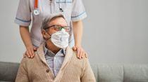 <p>Kommunene mangler munnbind i kampen mot koronaviruset.</p>