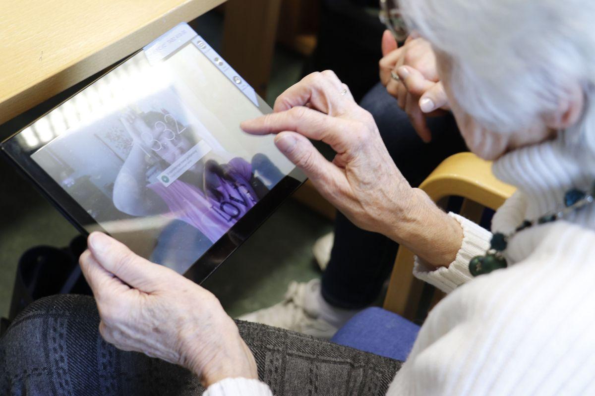 Seniorer har ofte mindre erfaring med bruk av digitale løsninger enn de yngre. Nå ber Østre Toten innbyggerne være på vakt mot e-poster fra mistenkelige avsendere.