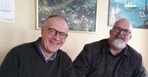 <p>Rådmann Wictor Juul (t.h.) og ordfører Bjørn Laugaland (Sp) i Hjelmeland kommune er godt fornøyd med brannbilkjøpet.</p>