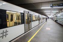 <p>T-banen går, men nesten uten passasjerer, som her ved Jernbanetorget stasjon i Oslo mandag morgen. Landets kollektivselskaper taper til sammen om lag 170 millioner kroner i uka under koronapandemien.</p>