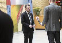 <p>Arbeids- og sosialminister Torbjørn Røe Isaksen (H) kan ikke love noen egen krisepakke til fattige barnefamilier. Bildet er tatt før Røe Isaksen ble koronasyk og måtte gå i isolasjon.</p>