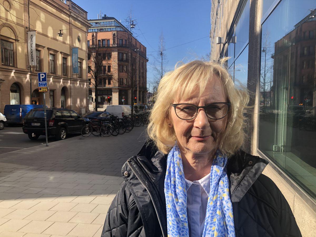 – Alle jeg snakker med, vil ha åpne førskoler og grunnskoler, sier den norske kommunalministerens svenske kollega, civilminister Lena Micko.