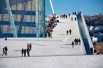 <p>Byrådsleder Raymond Johansen vil unngå at mange folk samles på ett sted. Dette bildet er hentet fra operataket i Oslo.</p>