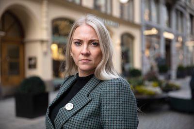 Vårt utgangspunkt er en lønn som gjør at sykepleiere kan beholdes til livsnødvendige helsetjenester i kommunene, sier leder Lill Sverresdatter Larsen i Norsk Sykepleierforbund til NTB i forkant av meklingen med KS.