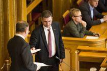 <p>Kommunalpolitiske talsperson Stein Erik Lauvås setter spørsmålstegn ved noen av forslagene i en lovproposisjon som nå skal hastebehandles i Stortinget. Forslagene gir kommunestyrene mulighet til å delegere makt til formannskapene.</p>