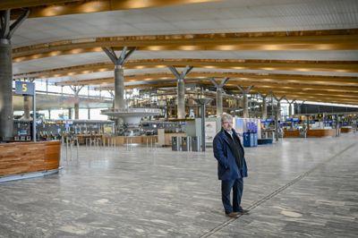 Flytransport er en næring hvor aktiviteten ikke skal øke noe særlig så lenge det er reiserestriksjoner. Det merker Nannestad-ordfører Hans Thue (Ap). Oslo lufthavn ligger på grensen mellom Nannestad og Ullensaker.