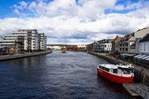 <p>Byferja i Fredrikstad har vært gratis i mange år. I tre måneder fram til mars var også annen kollektivtransport gratis som en prøveordning. Med 20 millioner kroner årlig fra staten kan prisene holdes lave også framover.</p>