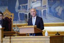 <p>Finansminister Jan Tore Sanner (H) klarte ikke å berolige kommunesektoren da han la fram revidert nasjonalbudsjett i Stortinget i dag.</p>