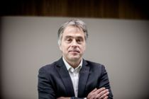<p>Områdedirektør for interessepolitikk i KS, Helge Eide, mener regjeringen mangler forandringsvilje når det nå er klart at heller ikke barnevernet blir overført til fylkeskommnene. Nylig ble det klart at fylkeskommunene heller ikke får overført flere kulturoppgaver, slik det var lovet.</p>