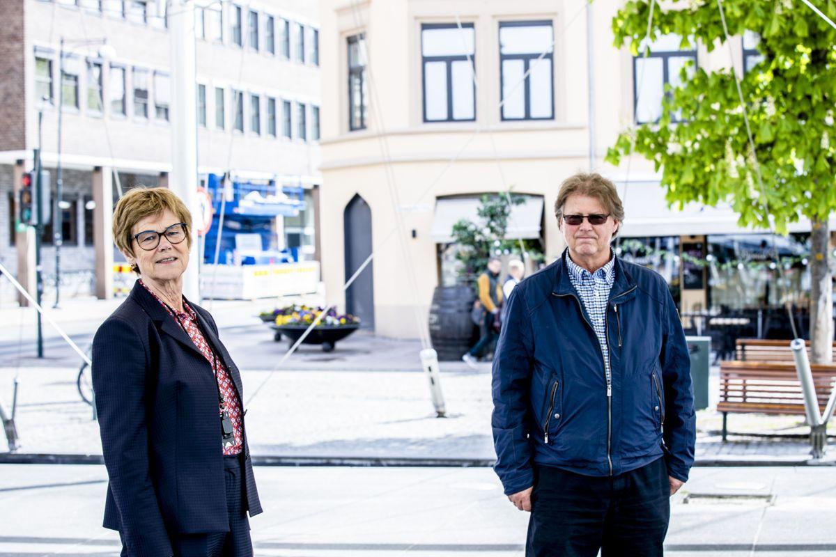 Kommunedirektør Elisabeth Enger og økonomisjef Roar Paulsen i Drammen er blant dem som tror koronakrisen vil bety budsjettkutt.