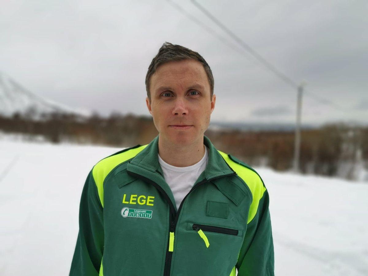 Kommuneoverlege Ingebjørn Bleidvin ble overrasket over at det ikke fantes noe system for smittesporing. Nå har han selv fått utviklet et digitalt v, verktøy, som nå prøves ut i flere kommuner.
