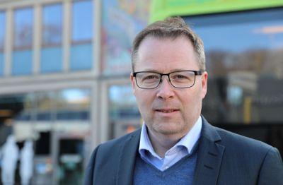 Styreleder Bjørn Arild Gram i KS avviser at det er nødvendig med nasjonale krav til risikovurdering før tjenester til barn og unge stenges.