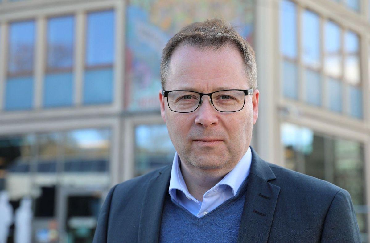 Styreleder Bjørn Arild Gram (Sp) i KS reagerer sterkt på at regjeringen forsøker seg på en omkamp om kommunal betaling for statlig digital infrastruktur, som Stortinget avviste i fjor.